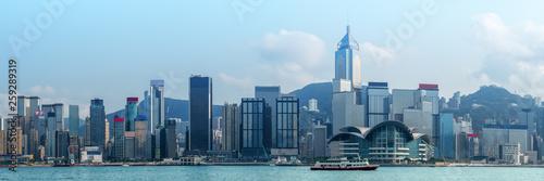 Foto auf AluDibond Pool landscape scenery of skyscrapers over Victoria bay Hong Kong