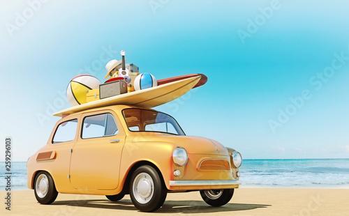 Mały samochód retro z bagażem, bagażem i sprzętem plażowym na dachu, w pełni zapakowany, gotowy do letnich wakacji, koncepcja podróży z rodziną i przyjaciółmi