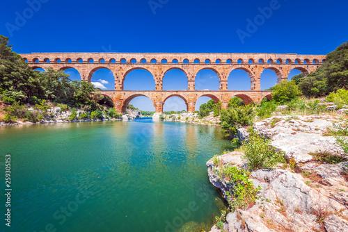 La pose en embrasure Ponts Pont du Gard, Provence in France