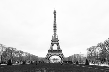 Wieża Eiffla w Paryżu, czarno-białe