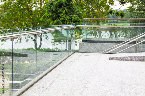 Foto tempered laminated glass railing balustrade panels frame less ,safety glass for modern architectural buildings
