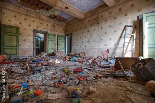 Fotomural Alte verlassene Villa