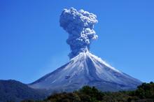 Volcán Haciendo Erupción