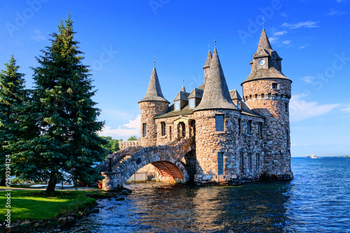 Castle on Heart Island, one of the Thousand Islands, New York state, USA Fotobehang