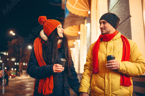 Foto op Aluminium India Love couple with coffee walking down the street