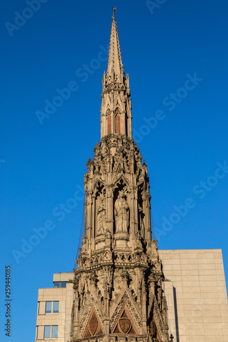 Платно Eleanor Cross at Charing Cross in London