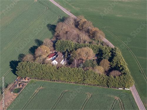 Fotografie, Obraz  propriété entourée d'arbres à Oinville-en-Vexin dans les Yvelines en France