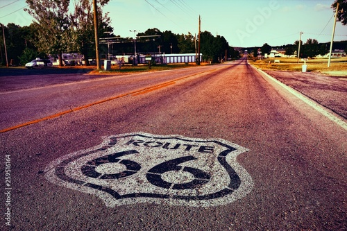 La pose en embrasure Route 66 U.S. Route 66 highway.