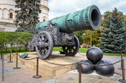 Fotografija Tsar-pushka (King-cannon) in Moscow Kremlin.