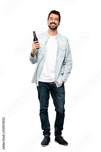 Foto Handsome man with beard  drinking beer.