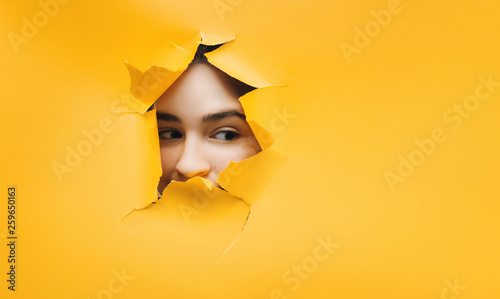 Fotografiet  Surprised teenage funny girl face