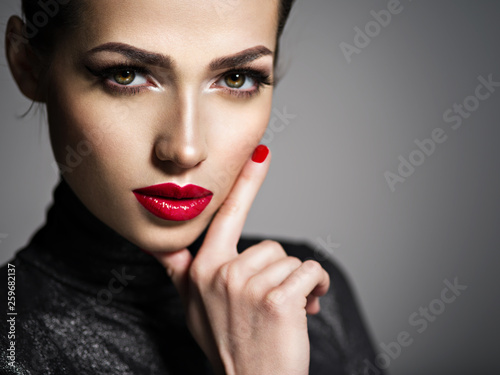 Valokuva  Beautiful woman with bright make-up and red nails.