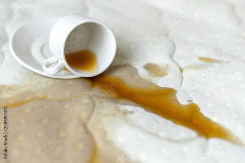 Spilled coffee on the bed Billede på lærred