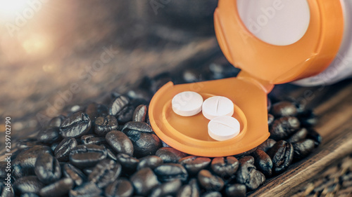 Tableau sur Toile Caffeine Supplementation Bottle with Pills and Coffee Beans