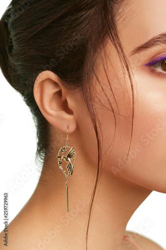 Fototapeta Closeup side shot of woman's head