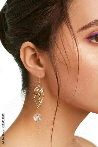 Fototapeta  Closeup side shot of a lady's head
