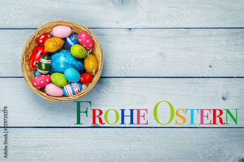Frohe Ostern, Osterkörbchen, bunte Eier