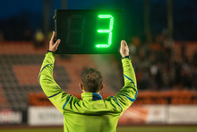Technical Referee Shows 3 Minu...