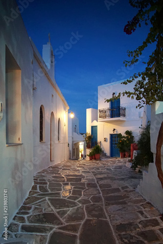 Fotografia  Traditional night view of a street in the historic center of the city of Lefkes