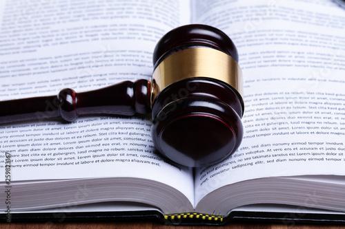 Obraz na płótnie Gavel Over Opened Law Book