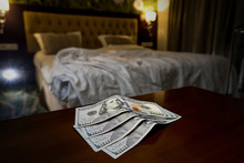 Tips At The Bed For The Housekeeper