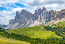 Odle Mountains In The Italian ...