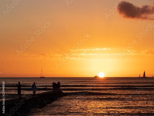 Foto auf AluDibond Pier Waikiki Sunset in Honolulu