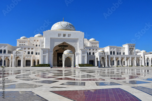 Keuken foto achterwand Abu Dhabi Abu Dhabi, Arab Emirates. Presidential Palace in sunny day in Abu Dhabi city in Arab Emirates