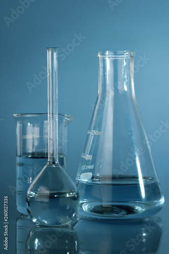 Fotografia  Close up photo of chemical glassware