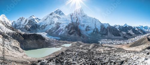 Fotografía Mount Everest view with sunshine