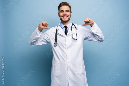 Fototapeta Surgeon doctor man proud and self-satisfied in love yourself concept isolated on light blue. obraz