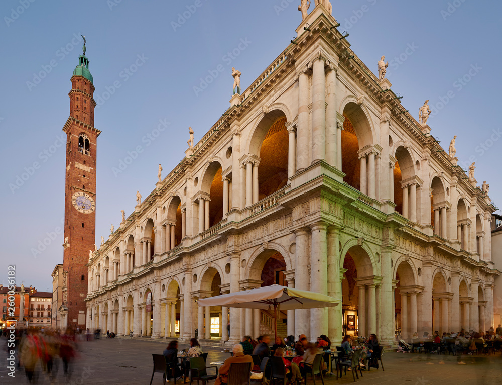 Fototapeta The Basilica Palladiana and Torre Bissara in Piazza dei Signori. Vicenza, Veneto, Italy