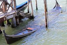 Sunken Wreck Of A Gondola In V...