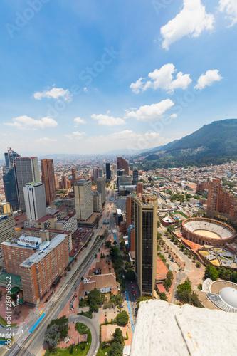 Fototapeta premium Widok z lotu ptaka dzielnicy Bogota Santa Fe
