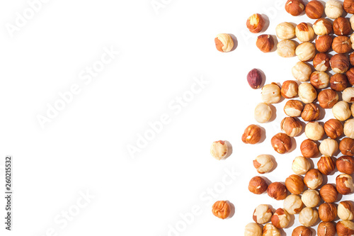 Fotografia White background with hazelnuts without shell
