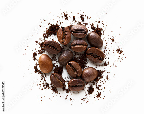 Fototapeta  coffee beans and scattered milled coffee on white background