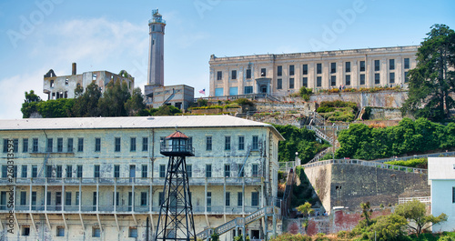 Photo Exterior view of Alcatraz Island in San Francisco