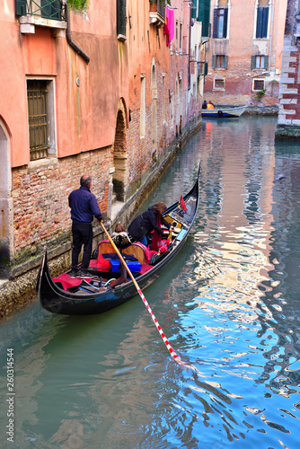 Türaufkleber Gondeln a canal of the lagoon and historic buildings Venice Italy