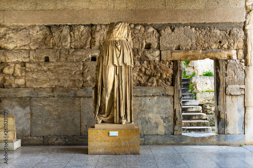 Photo Ancient Female Statue Stoa Attalos Agora Market Place Athens Greece