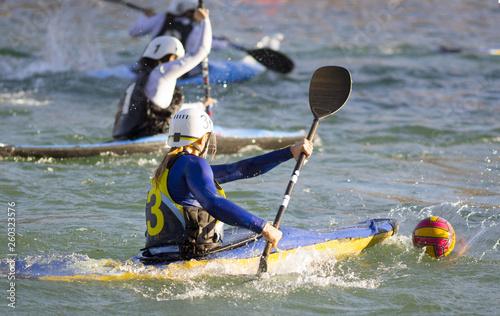 Fotografie, Obraz  partita di canoa polo femminile