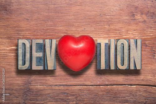 Fotografia  devotion heart wooden