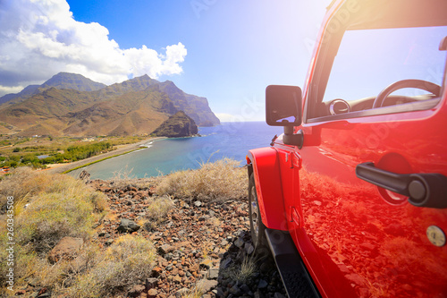 Foto auf AluDibond Lachs Red summer car and sea landscape