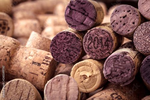 Stickers pour porte Pierre, Sable hintergrund aus wein und chmpagner korken ,rotwein