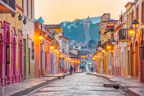 Photo Beautiful streets and colorful facades of San Cristobal de las Casas in Chiapas,