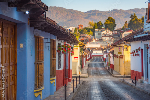 Fotografie, Obraz Beautiful streets and colorful facades of San Cristobal de las Casas in Chiapas,