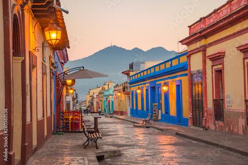 Cuadros en Lienzo Beautiful streets and colorful facades of San Cristobal de las Casas in Chiapas,
