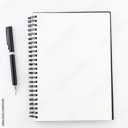 Foto auf AluDibond Spirale Top view, empty notebook on a white background.