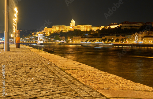 Fotografia  View of the Danube River at night in Budapest