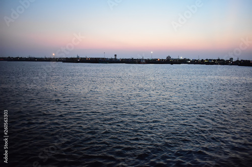 Photo  Kasimedu Pier Beach Chennai at Sunset
