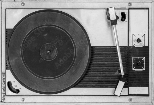Papel de parede  Old black and white record player.